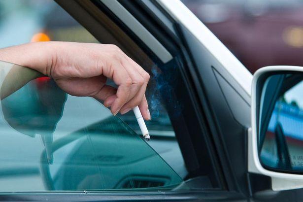 Comment faire partir l'odeur de fumée de cigarette d'une voiture