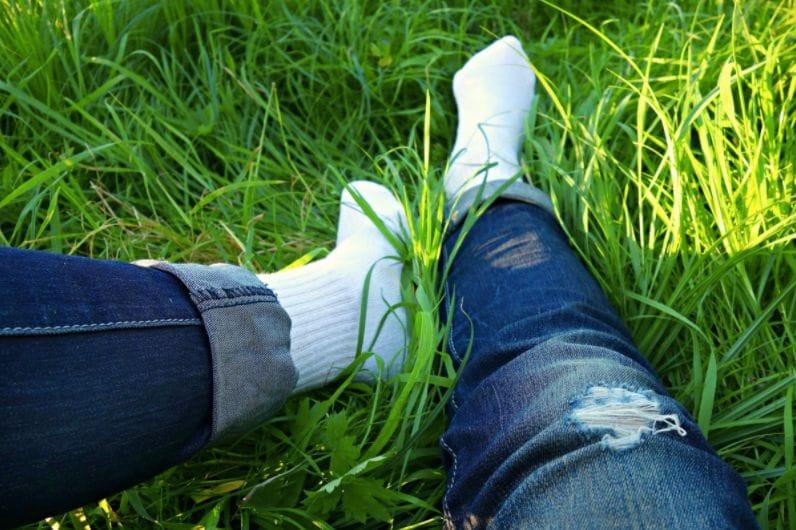 La technique pour supprimer les traces d'herbe sur vos jeans